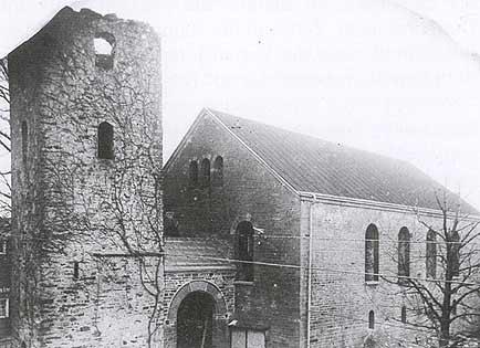 Fast vollständig zerstört wurde bei den heftigen Kämpfen auch die historische Drabenderhöher Kirche